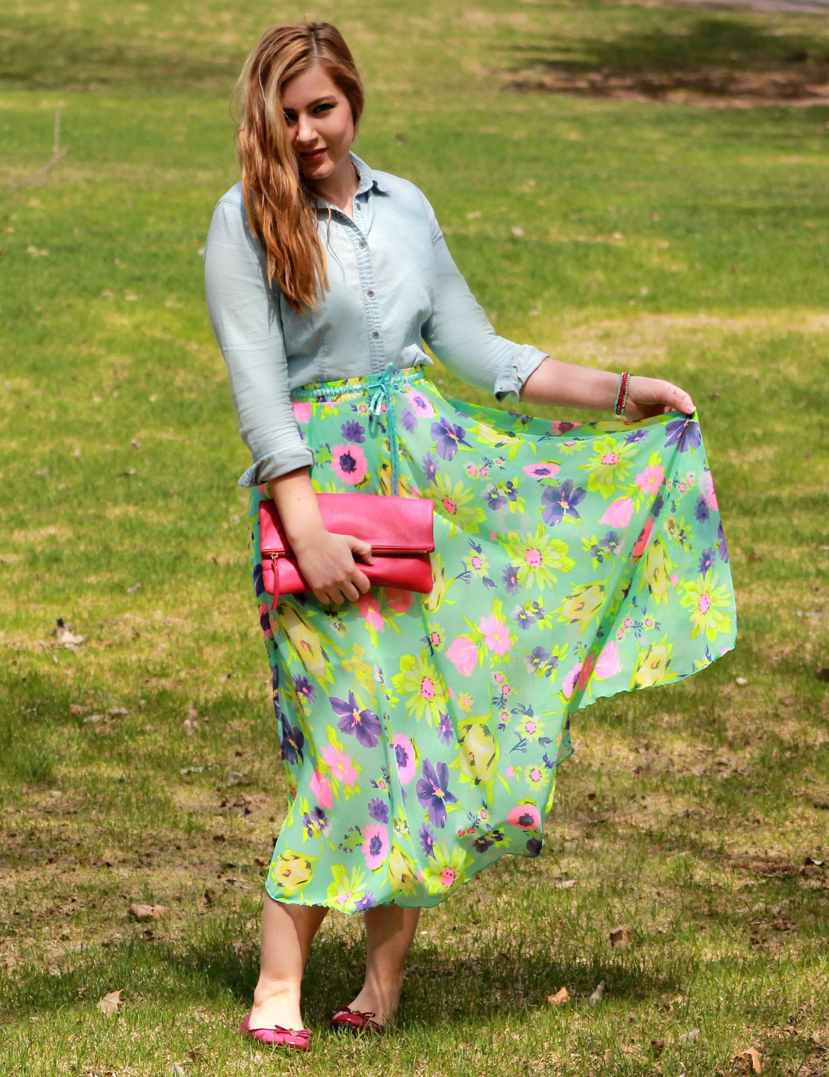 maxi floral skirt + pink clutch + tory burch flats