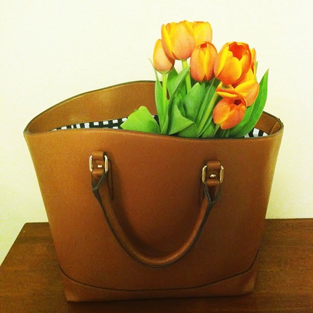 Tote + Tulips