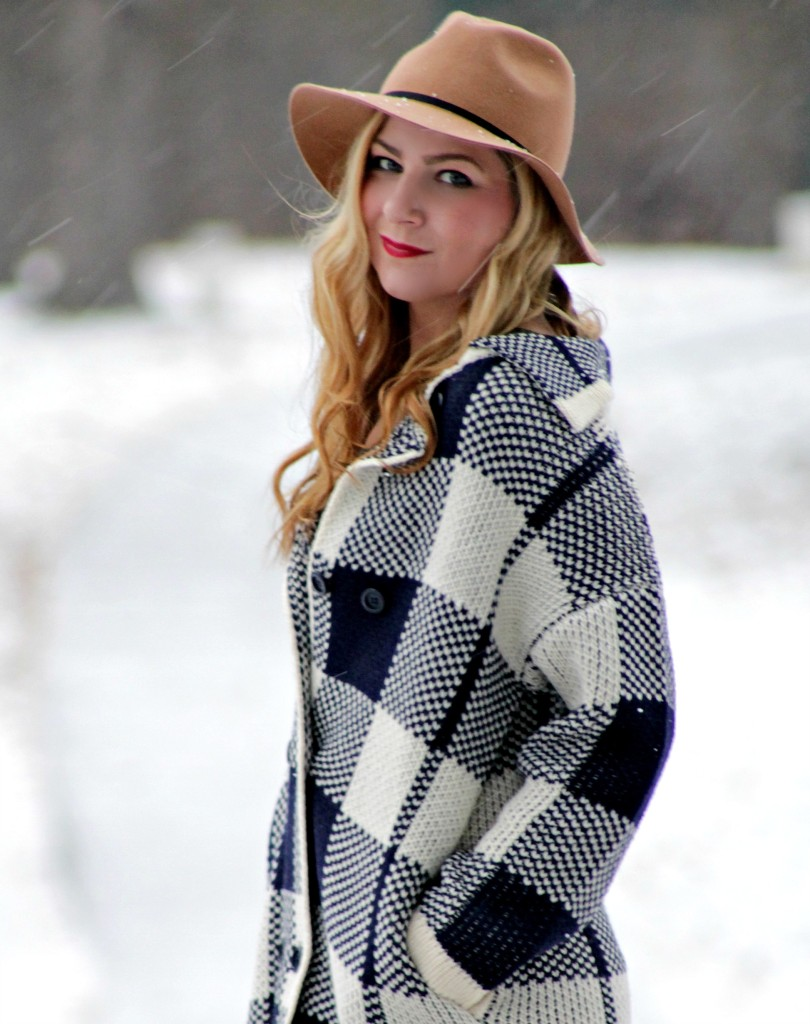 Oversized plaid sweater + felt fedora