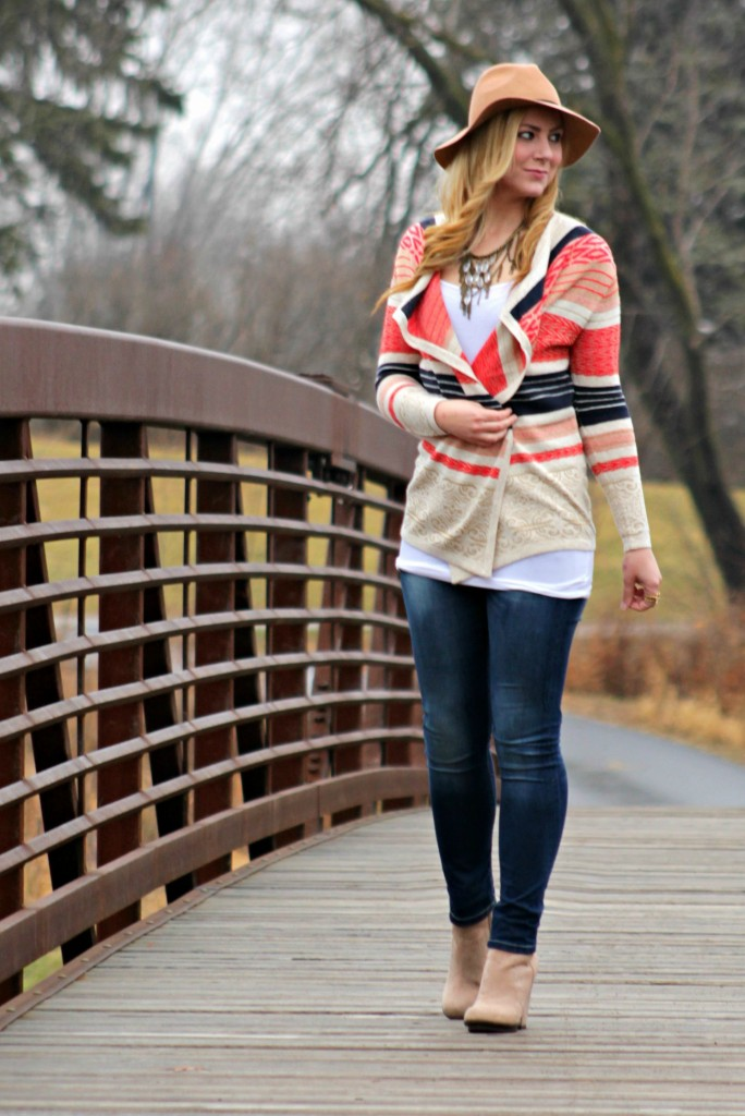 casual style felt fedora, skinny jeans and booties