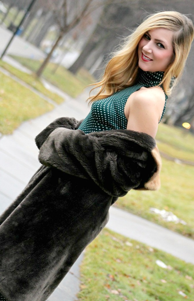 christmas-style_vintage-faux-fur-coat-and-dress-672x1024
