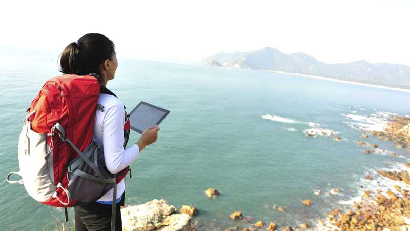woman-traveling-with-ipad