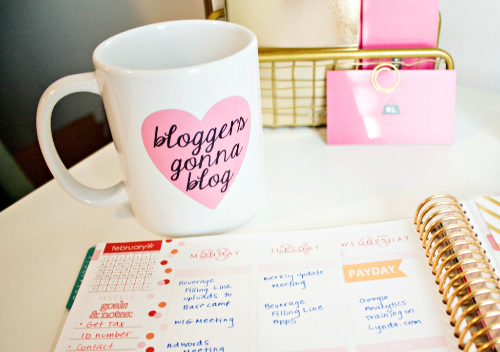 bloggers gonna blog mug