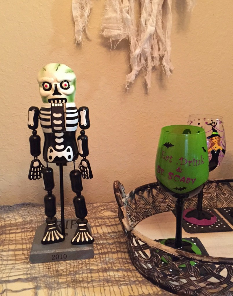 Skeleton and glasses